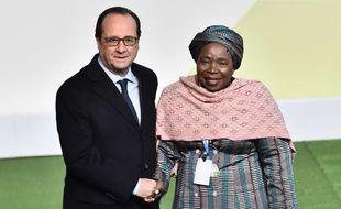 François Hollande et la sud-africaine Nkosazana Dlamini-Zuma, présidente de la Commission de l'Union africaine depuis 2012.
