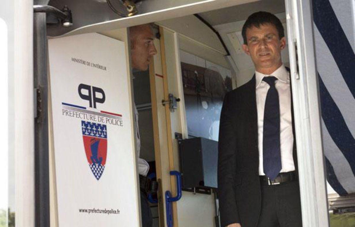 Manuel Valls en déplacement à Paris le 2 août 2013. – B. LANGLOIS /AFP