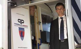 Manuel Valls en déplacement à Paris le 2 août 2013.