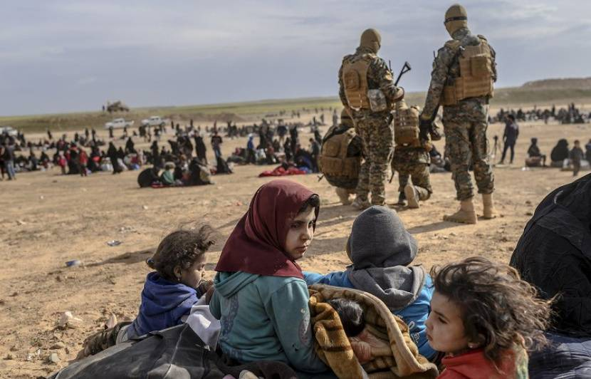 C'est la fin de Daesh ! 830x532_civils-evacues-pres-baghouz-dernier-bastion-daesh-jusqu-samedi-matin