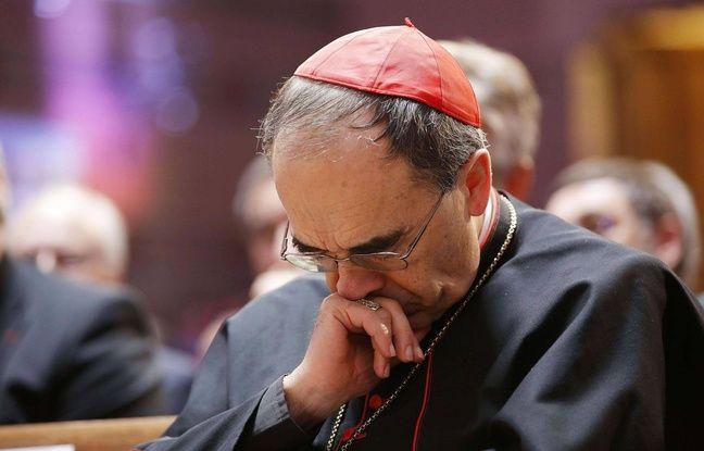 Cardinal Philippe Barbarin. Archeveque de Lyon, participe a lyon au 1er synode de l Eglise protestante unie de France qui reunit l Eglise reformee de France et l Eglise evangelique lutherienne, suite a la recente fusion de