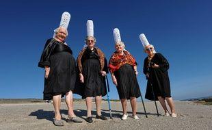 Alexia, Marie-Jeanne, Anna, Marie Louise, quatre jeunes filles dans le vent.
