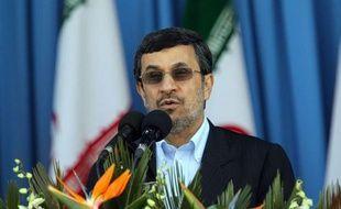 """L'Iran est favorable à la coopération pour maintenir la paix dans le Golfe, mais défendra avec """"détermination"""" son intégrité territoriale contre toute agression, a affirmé mardi le président Mahmoud Ahmadinejad dans un discours à l'occasion de la """"Journée de l'armée""""."""