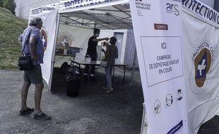 Un centre de dépistage du coronavirus à Laval, en Mayenne.