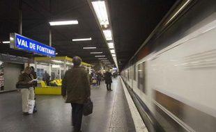 Quai de la station RER Val de Fontenay.