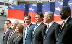 Michele Bachmann, Mitt Romney et Rick Perry (de gauche, à droite, au centre).