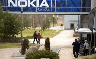 Nokia France, victime de la crise économique, veut supprimer des emplois