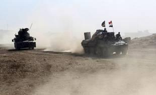 Des membres des forces irakiennes avancent vers Hammam al-Alil, au sud de Mossoul, le 6 novembre 2016
