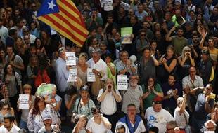 Des milliers de Catalans sont descendus dans la rue ce mercredi après l'arrestation d'une douzaine de membres du gouvernement de la région.