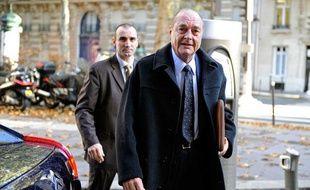 Jacques Chirac arrive à son bureau parisien le 2 novembre 2009.