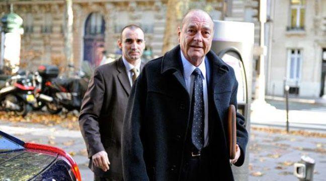 Jacques Chirac arrive à son bureau parisien le 2 novembre 2009. – J. NAEGELEN / REUTERS