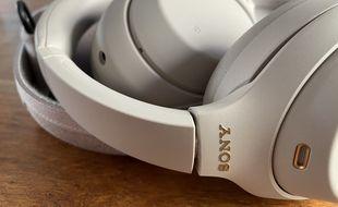 Le casque WH-1000XM4 est esthétiquement la copie conforme de son aîné, le 1000XM3.