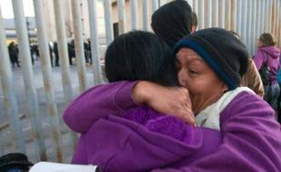 Des proches de prisonniers se rassemblent le 11 février 2016 près de la prison de Topo Chico, à Monterrey, dans le nord-est du Mexique
