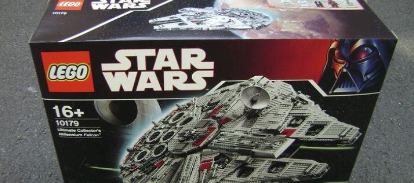 Ce set Lego du vaisseau spatial Faucon Millenium («Star Wars») a été racheté plus de 5.000 dollars.