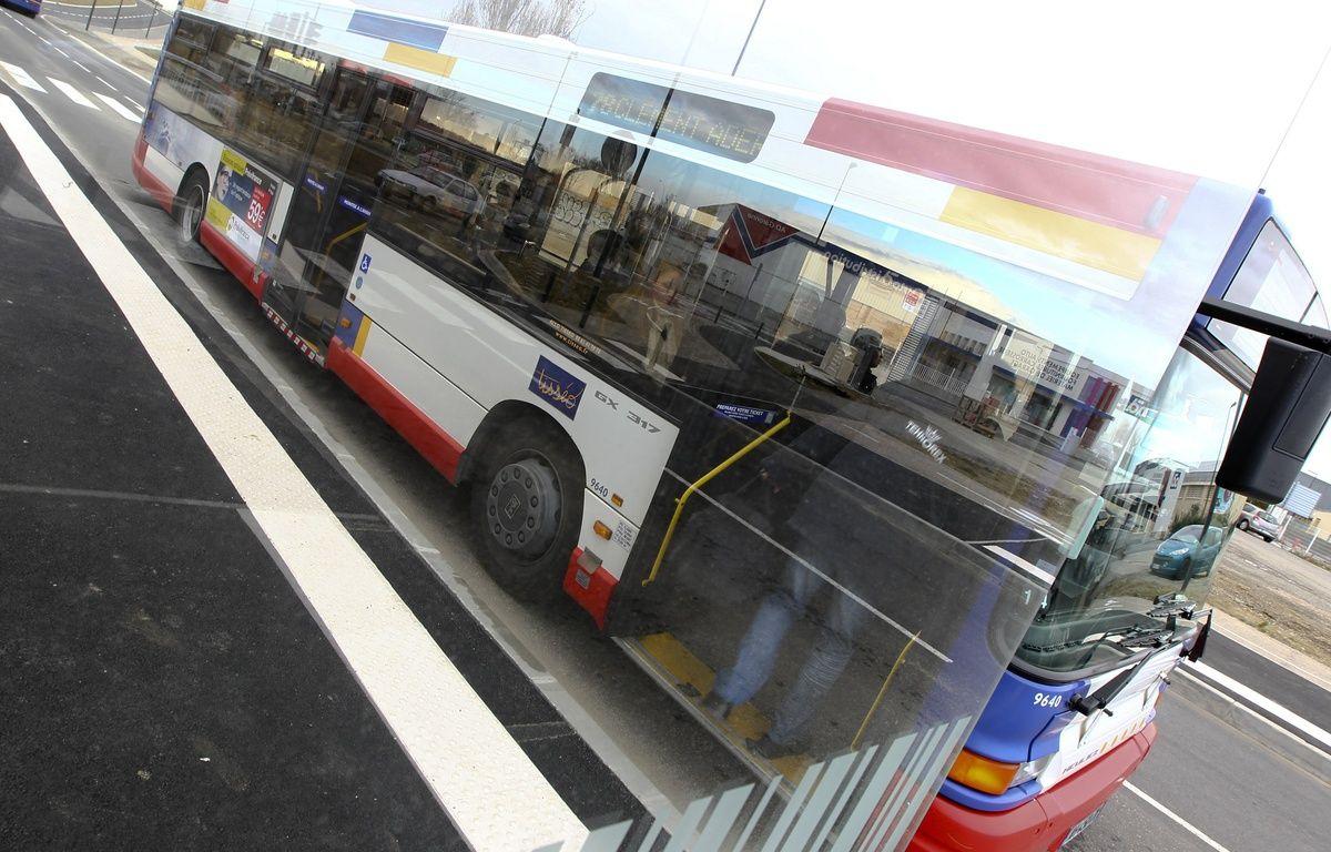 Toulouse, le 18 mars 2013. Illustration d'un bus du réseau toulousain Tisséo. – Fred.Scheiber