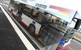 Toulouse, le 18 mars 2013. Illustration d'un bus du réseau toulousain Tisséo.