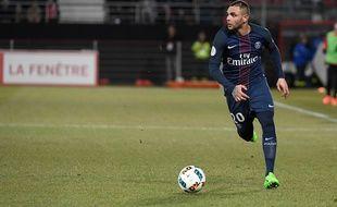 Layvin Kurzawa lors du match entre le PSG et Dijon le 4 février 2017.