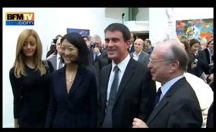 Zahia, Manuel Valls et Fleur Pellerin à la Fiac le 22/10/2014.