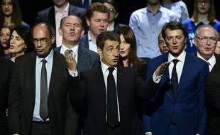 Nicolas Sarkozy, entouré par Eric Woerth (à g.) et François Baroin, lors de son meeting au Zénith de Paris, le 9 octobre 2016, en vue de la primaire de la droite et du centre.