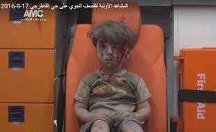La photo d'Omran, Syrien de 5 ans blessé à Alep le 17 août 2016, est devenu emblématique des combats à Alep.