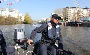 La police de Rennes a utilisé des bateaux pour mener des contrôles liées au confinement dans le cadre de l'épidémie de coronavirus.