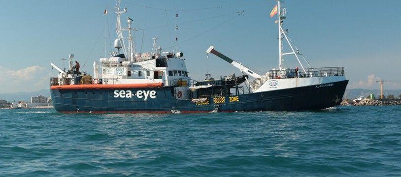 Le navire humanitaire «Alan Kurdi» le 19 septembre 2020 au large du port de  Marseille.
