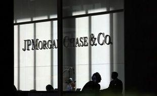 """D'anciens et actuels dirigeants de JPMorgan Chase ont répondu aux questions d'un panel de sénateurs américains vendredi, admettant une chaîne d'erreurs ayant mené aux pertes gigantesques de la banque dans l'affaire de la """"baleine de Londres"""", mais niant avoir menti."""