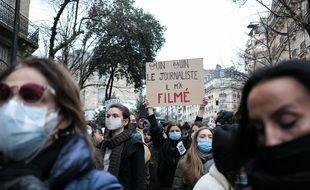 Diapo Loi Securite Globale La Manifestation A Paris Et Les Degats Constates Avenue Gambetta
