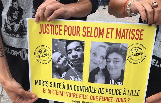 Des affiches en mémoire des deux jeunes hommes sont placardées chaque mois dans les rues de Lille