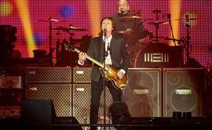 Paul McCartney sur la scène de l'Echo Arena à Liverpool