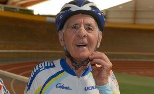 Gérard Maugin, 84 ans, a battu le record de l'heure dans sa catégorie, le 26 septembre 2014 à Bordeaux