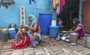 Une mère et sa fille, le 13 mai 2018 à Allahabad, en Inde.
