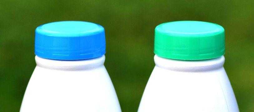 Des bouteilles de lait (illustration) .