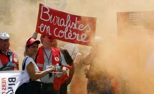 Manifestation de buralistes contre le paquet de cigarettes neutre, le 22 juillet 2015 à Paris