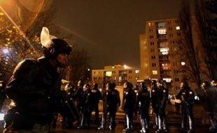 Une opération de police de grande ampleur, mobilisant près d'un millier de membres des forces de l'ordre, a débuté lundi à 6H00 à Villiers-le-Bel (Val-d'Oise) afin d'interpeller les auteurs de violences contre des policiers survenues fin novembre dans cette ville.