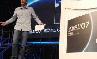 Loic Le Meur parade à la tribune lors de l'édition 2007 de sa grande conférence «LeWeb».