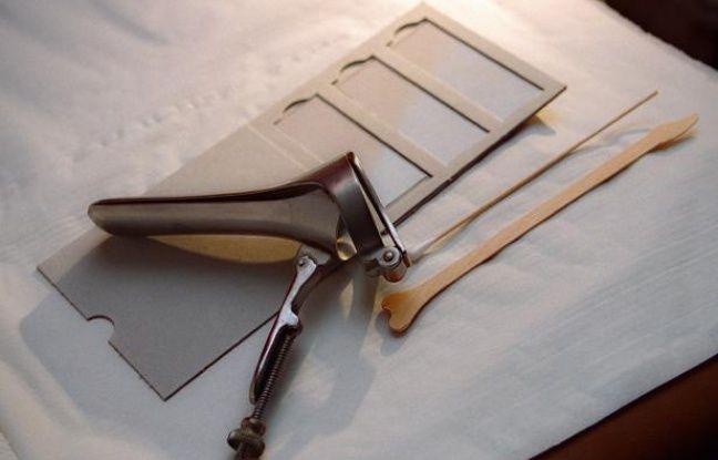 Un spéculum servant aux examens gynécologiques et du matériel pour effectuer un frottis vaginal.