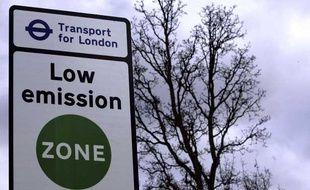 panneau marquant l'entrée dans la low emission à zone à Londres