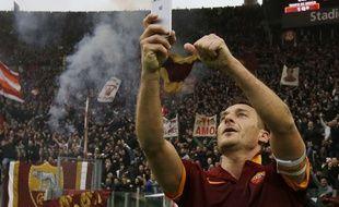 Francesco Totti prend un selfie après avoir marqué lors d'un derby entre la Roma et la Lazio, le 11 janvier 2015.