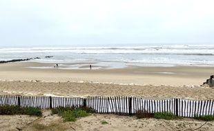 La plage de Lacanau, lundi 11 novembre 2019, interdite d'accès, alors que des ballots de cocaïne s'échouent sur le littoral atlantique.