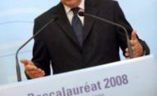 Le ministre de l'Education Xavier Darcos a présenté mardi la session 2008 du baccalauréat, qui fête son bicentenaire et débute cette année le 16 juin, en apportant des précisions sur la réforme du lycée dont découlera l'organisation du bac en 2012.