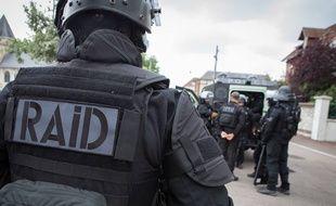 Illustration: Un policier du RAID.