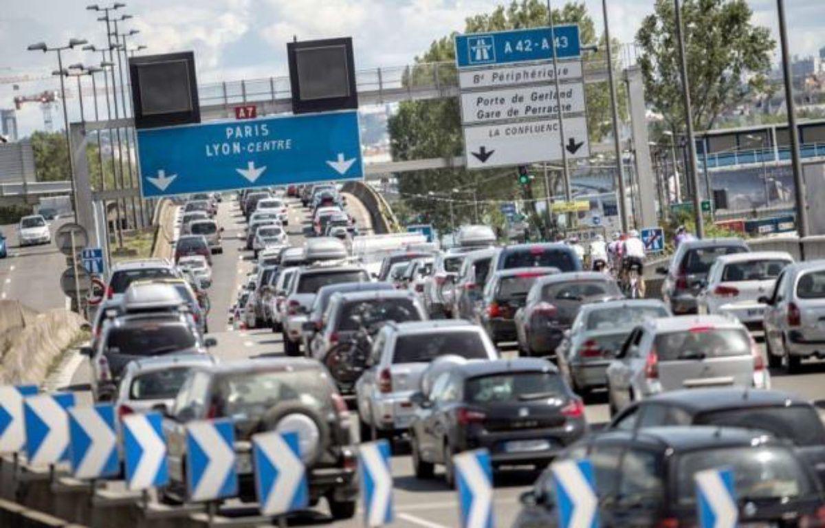 Le trafic routier était déjà chargé vers la vallée du Rhône, samedi en début de matinée, pour ce nouveau chassé-croisé des vacances scolaires lors d'une journée classée rouge dans le sens des départs dans tout le pays. – Jeff Pachoud afp.com