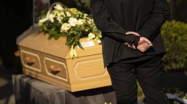 Il se rend à un enterrement et à un anniversaire et contamine 15 personnes