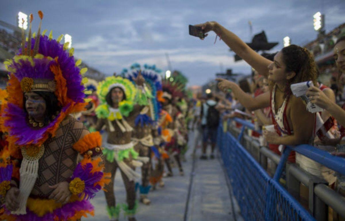 Le célèbre défilé des meilleures écoles de samba de Rio de Janeiro a été terni ce dimanche soir par un accident. – Mauro Pimentel