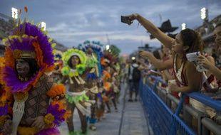 Le célèbre défilé des meilleures écoles de samba de Rio de Janeiro a été terni ce dimanche soir par un accident.