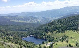 Le lac des truites se trouve à proximité de la route des Crètes, entre l'Alsace et les Vosges.
