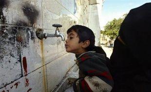 Cinquante membres de la sécurité civile française sont en attente à la frontière égyptienne pour passer mardi dans la bande de Gaza afin de permettre à 100.000 Palestiniens de disposer d'eau potable.