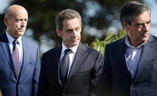 Le maire de Bordeaux Alain Juppé (g), l'ex-président Nicolas Sarkozy et l'ancien premier ministre François Fillon, lors de l'université d'été des Pays de la Loire du parti Les Républicains à La Baule, le 5 septembre 2015
