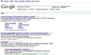 Capture d'écran du moteur de recherche Google, renvoyant vers le site sarkozy.fr pour la requête «trou du cul du web».
